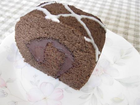 ココアスポンジ&チョコクリームのロールケーキ