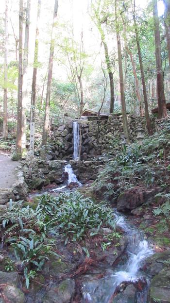 天岩戸(恵利原の水穴。三重県志摩市)