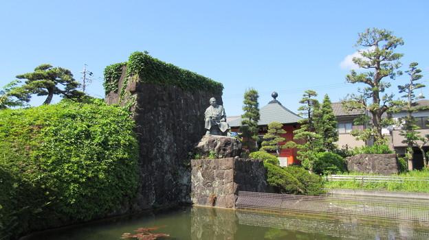 梅蔭寺(清水区)次郎長像
