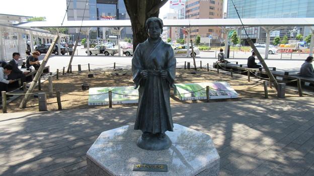 竹千代像(静岡駅前)