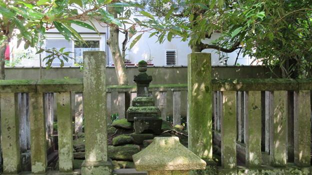 明月院(鎌倉市)北条時頼公墓