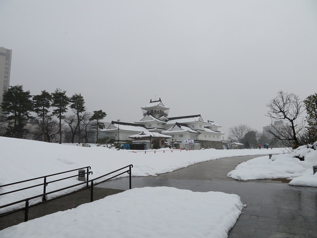 富山城(市営富山城址公園)模擬天守=富山郷土資料館