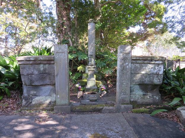 慈恩院(館山市)里見義康墓