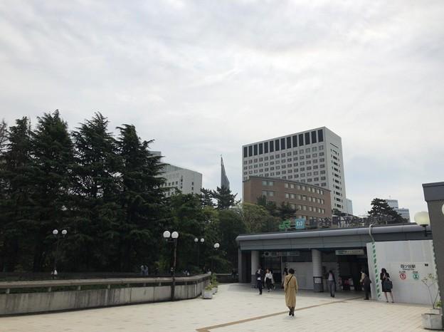 四ツ谷駅赤坂口(新宿区四谷1丁目)