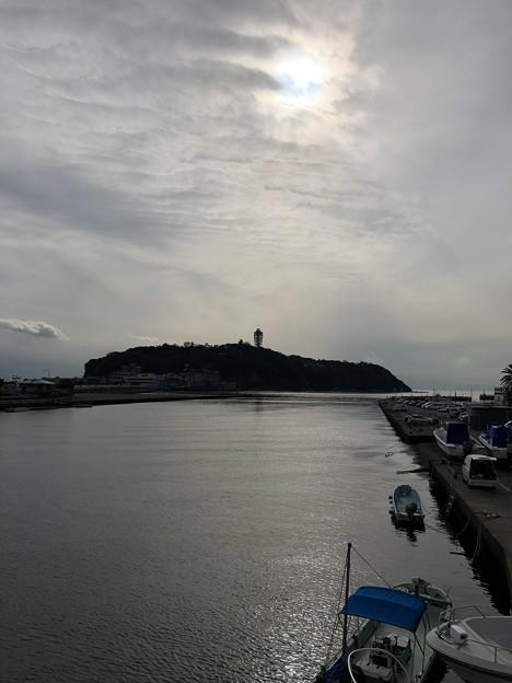 写真: 江の島遠景(藤沢市)