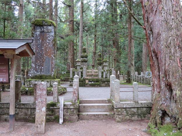 高野山金剛峯寺 奥の院(高野町)武田信玄・勝頼墓所