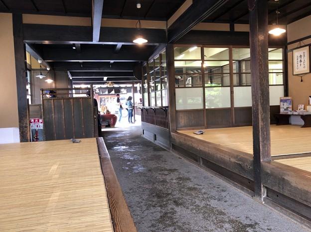 写真: 伊勢内宮前 おかげ横丁(三重県)赤福