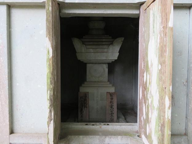 瑞龍寺(高岡市関本町)前田利家廟