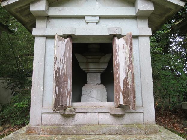 瑞龍寺(高岡市関本町)織田信長側室廟
