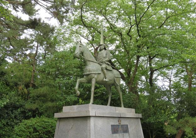 高岡城(高岡市。高岡古城県定公園)本丸/前田利長騎馬像
