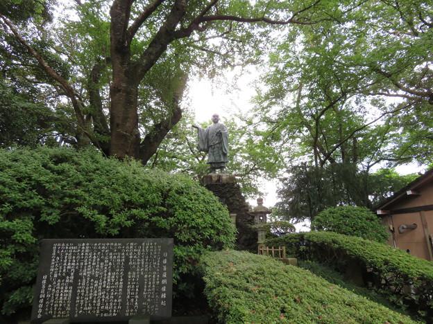 小丸山城(七尾市営 小丸山城址公園)日像菩薩銅像