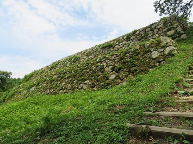 七尾城(石川県)本丸下石垣
