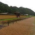 写真: 江馬氏館(飛騨市。江馬氏館跡庭園)西堀・復元土塀