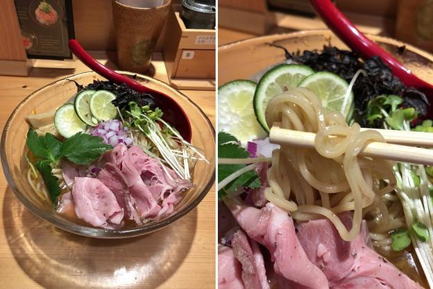 写真: 焼きあご塩らー麺 たかはし 上野店