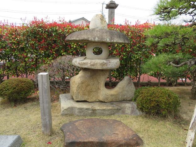 徳願寺(市川市本行徳)石灯籠