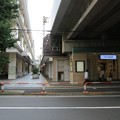 京王線笹塚駅北口・東側ガード(渋谷区笹塚)