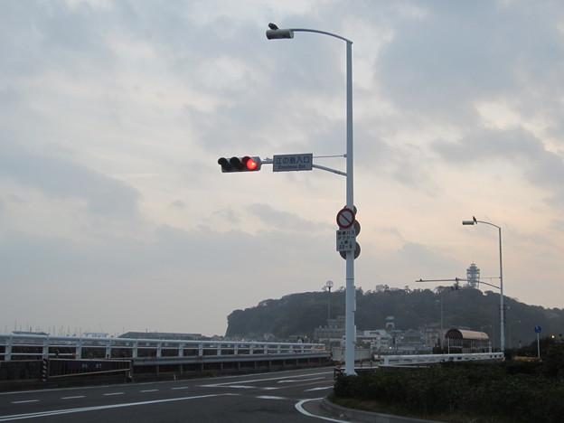 Photos: 11.11.30.江の島入口交差点(藤沢市)