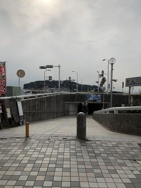 江の島入口交差点地下道入口(藤沢市)