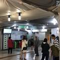 写真: JR新橋駅 烏森口 汐留方面(東京都港区)
