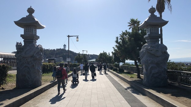 江の島大橋(弁天橋)江島神社 龍燈籠