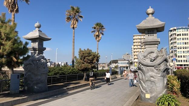Photos: 江の島大橋(弁天橋)江島神社 龍燈籠