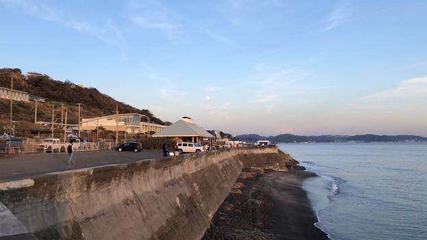 七里ガ浜海岸駐車場・Pacific DRIVE-IN(鎌倉市)16:37