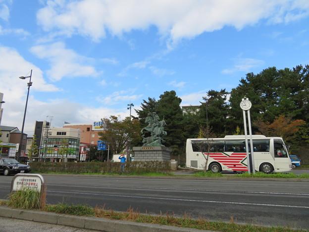 北條早雲公像(小田原駅西口)