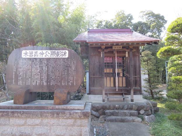 班渓寺鎮守堂(嵐山町)木曽義仲公顕彰碑