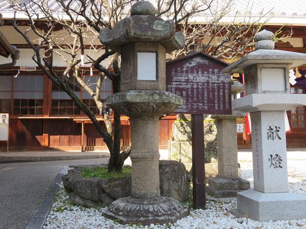 片埜神社(枚方市)石造灯籠