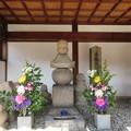 崇禅寺(大阪市東淀川区)左、細川ガラシャ墓