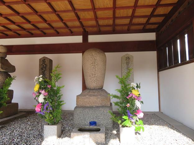 崇禅寺(大阪市東淀川区)右、徳叟亨隣和尚墓