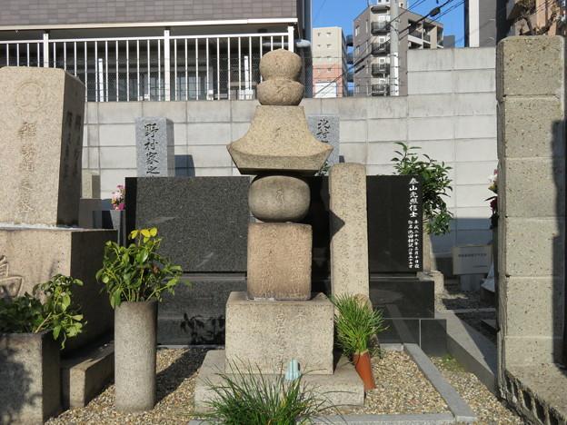 島左近供養塔(大阪市淀川区 木川共同墓地)