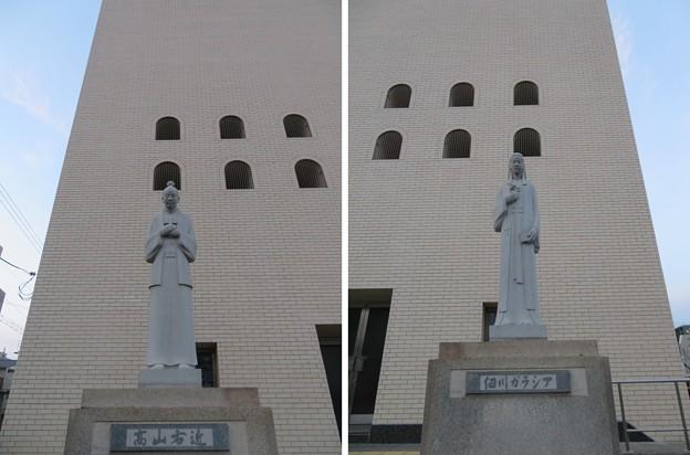 Photos: 高山右近像 ・細川ガラシア像(中央区。大阪カテドラル聖マリア大聖堂)