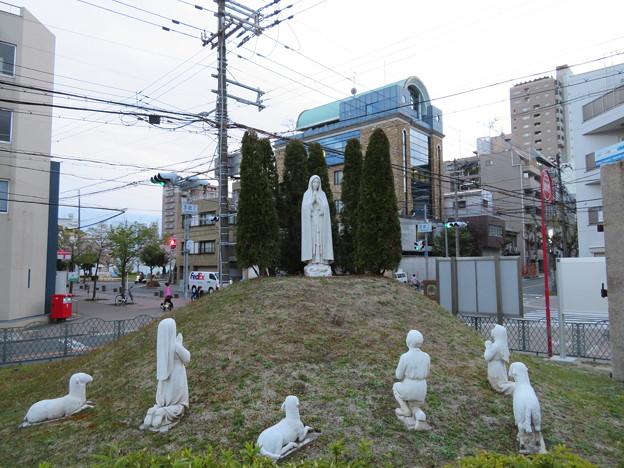 ファチマの聖母と羊飼いの像(中央区。大阪カテドラル聖マリア大聖堂)