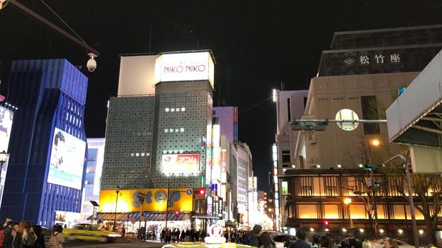 道頓堀商店街・御堂筋交差点(中央区)
