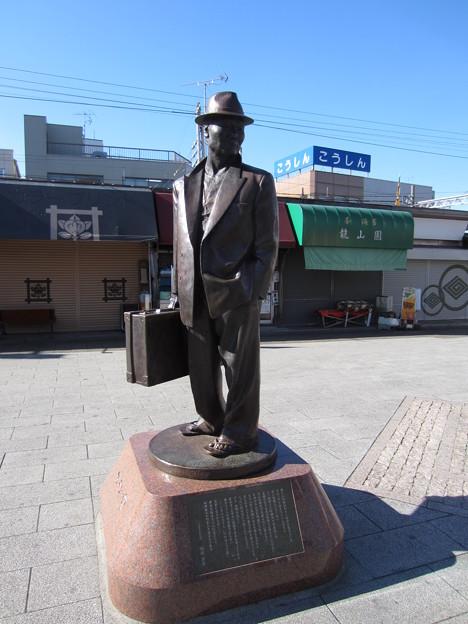 フーテンの寅像(京成金町線 柴又駅前。葛飾区)
