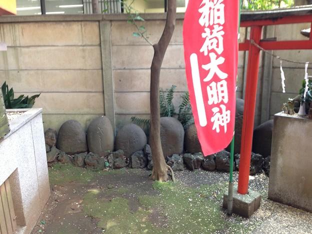 高円寺氷川神社(杉並区)力石