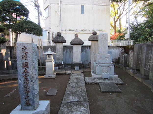 祥雲寺(広尾5丁目)岡本玄冶墓
