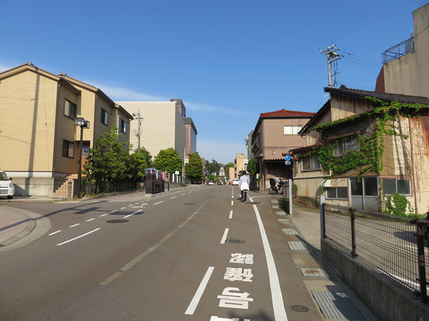Photos: 中央小学校南交差点より(金沢市)尾山神社