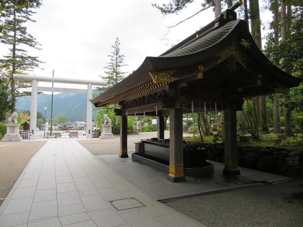 白山比咩神社(白山市)北参道・手水舎・鳥居
