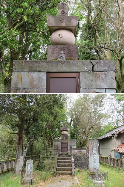 吉崎御坊跡(福井県あわら市)祐念坊霊空墓 納骨堂