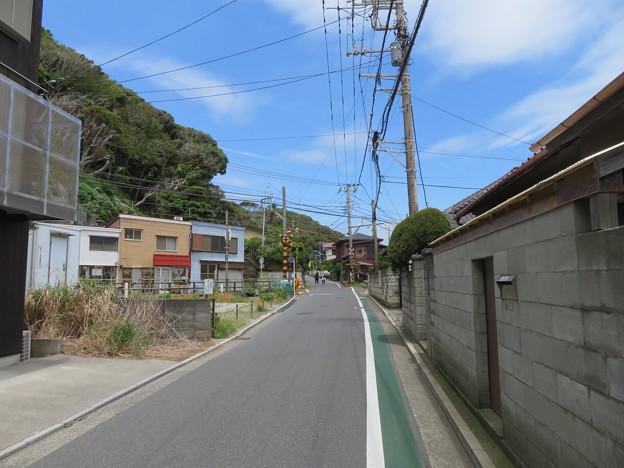 十一人塚(鎌倉市)より極楽寺坂方向