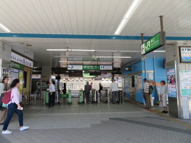 逗子駅東口改札(神奈川県逗子市)