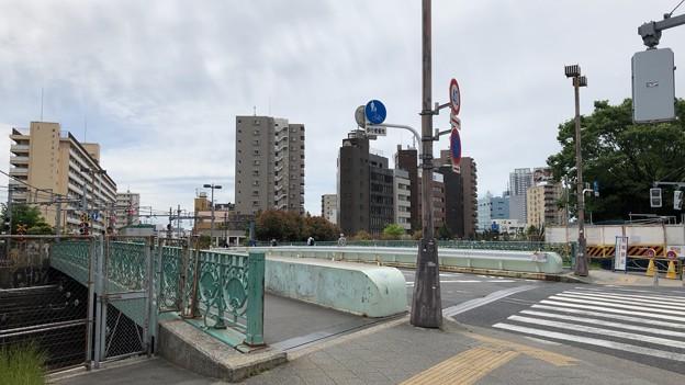八ツ山橋/旧東海道(港区高輪4丁目)