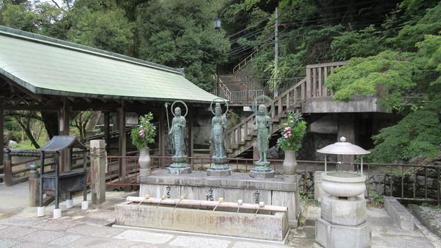 金剛寺(河内長野市)水掛三尊仏