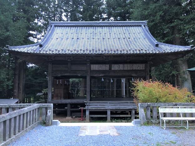 新海三社神社(佐久市)神楽殿