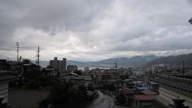 Photos: 温泉寺(諏訪市)山門より