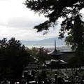 温泉寺(諏訪市)和泉式部墓前より