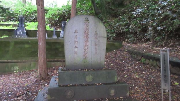 Photos: 温泉寺(諏訪市)諏訪忠恕墓