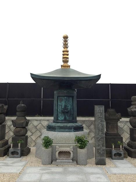 善光寺(川口市)開山定尊上人寶塔